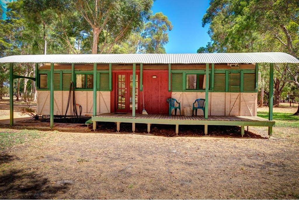 Dunsborough Rail Carriages & Farm Cottages
